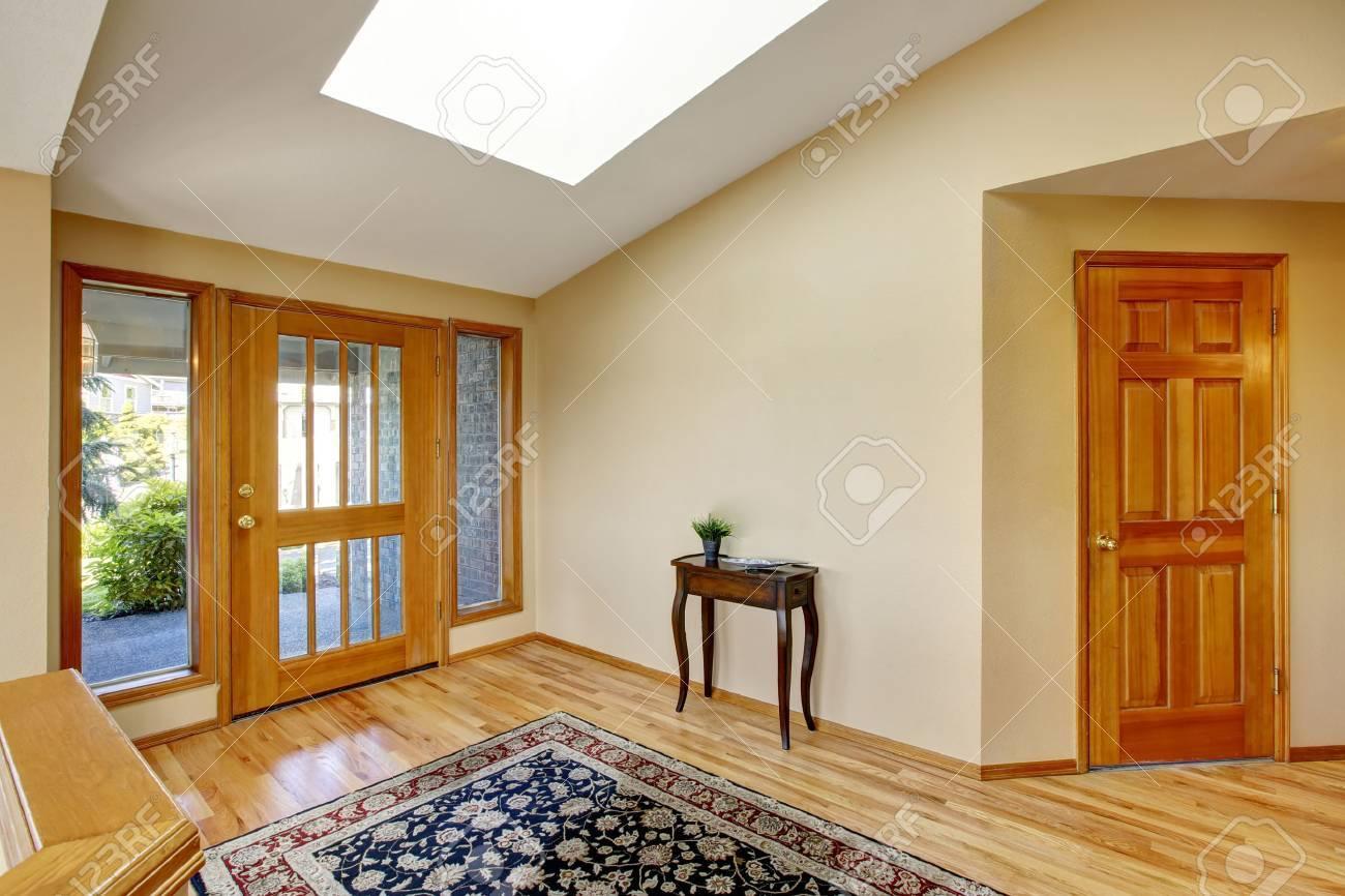 Schöne Helle Einfahrt Nach Hause Mit Parkett Und Teppich Nortrhwest