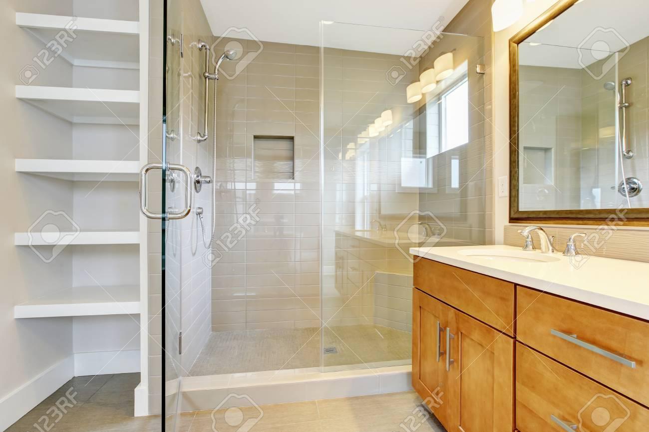 Bathroon Interieur Mit Waschbeckenunterschrank Zwei Waschbecken Und