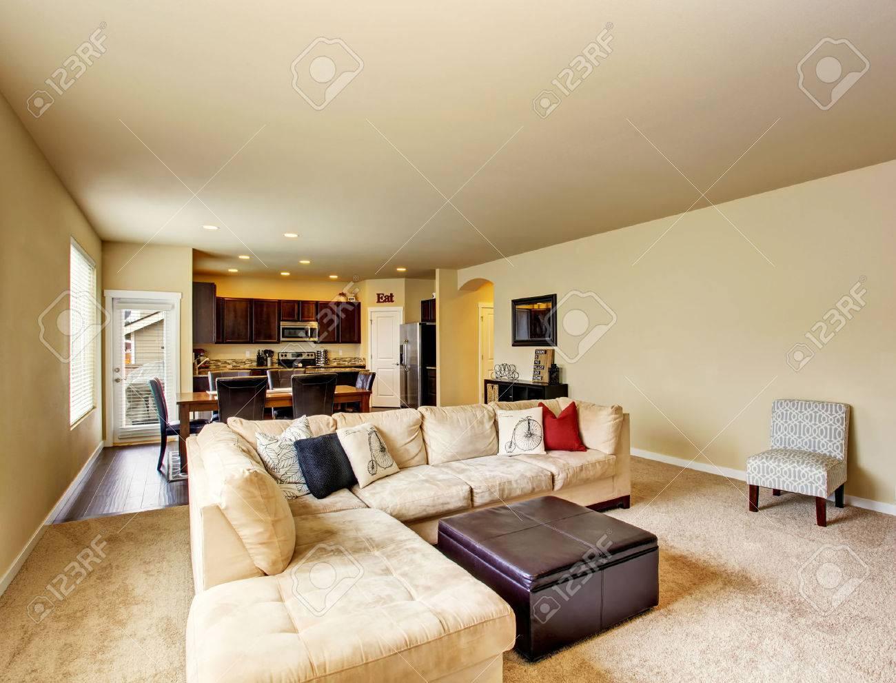Offene Grundriss. Wohnzimmer zum Essbereich und Küche verbunden. Northwest,  USA