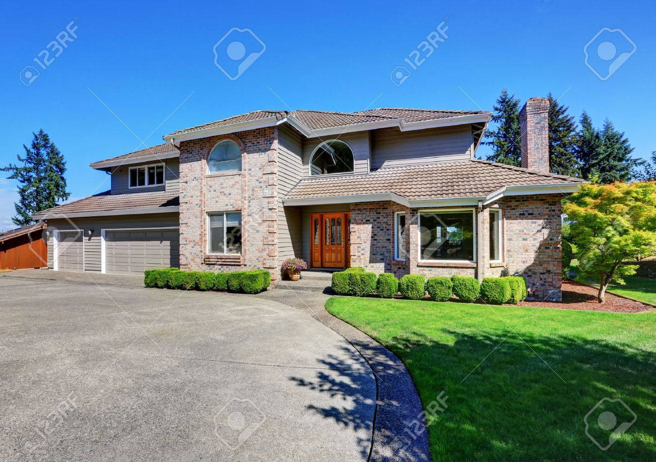 Luxury Brick House With Beautiful Curb Appeal With Perfectly Trimmed Front  Lawn. Northwest, USA