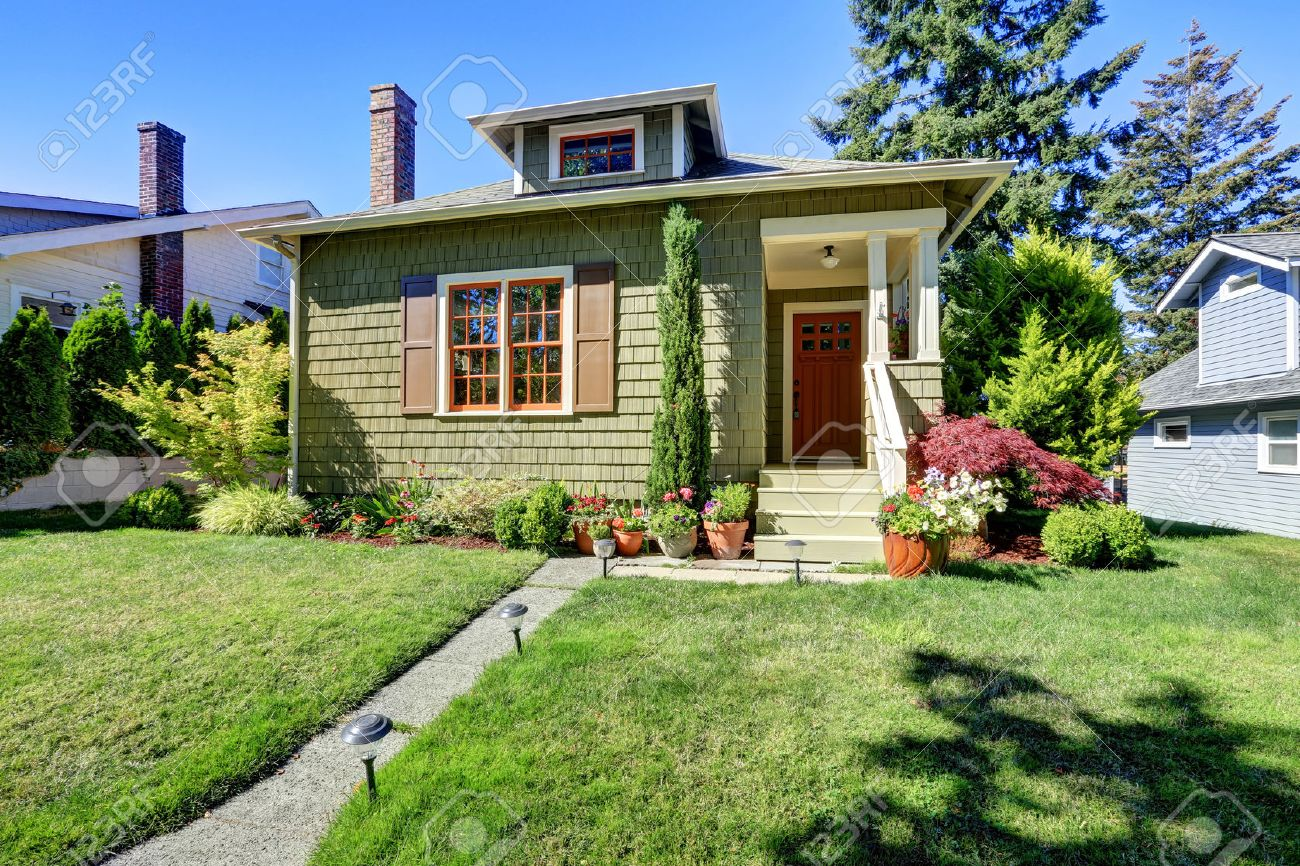 Americain Maison petit vert américain maison artisan extérieur avec porche de la
