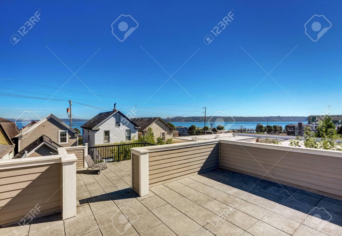 Terrasse sur le toit extérieur de luxe maison moderne à Tacoma. Northwest,  États-Unis