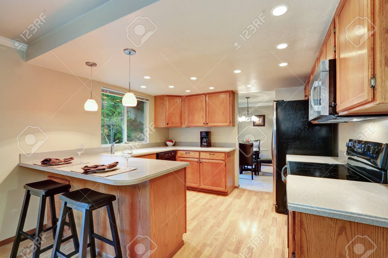 Good Open Plan Kitchen Room With Cabinets And Black Appliances. Northwest, USA  Stock Photo