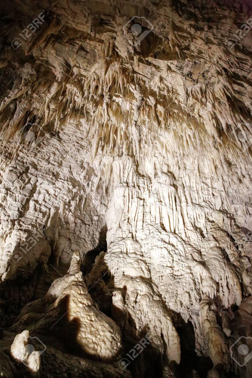 石筍や鍾乳石ルアクリ洞窟、ワイ...
