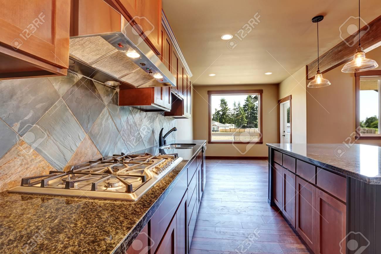 Offene Grundriss. Küche Zimmer Interieur Mit Holzschränke, Insel Und ...
