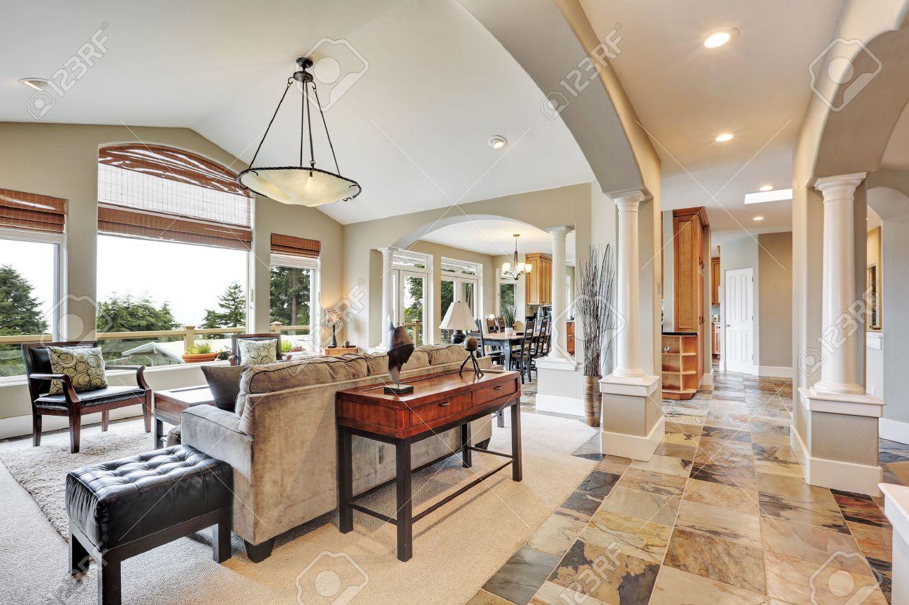 Casas De Lujo Interiores. Sala De Estar Hermosa Interior En Casa De ...