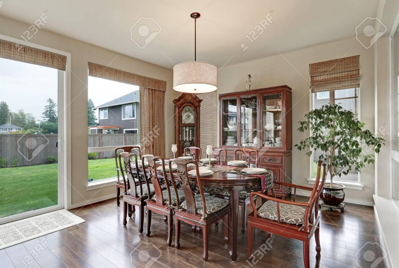 Interieur Classique De La Salle A Manger Dans Une Maison Luxueuse