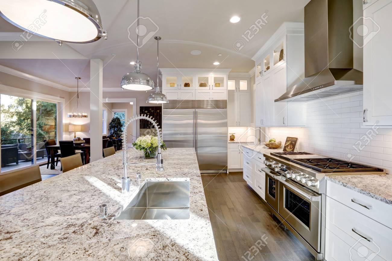 Las Características Del Diseño De La Cocina Blanca Grande Isla De ...