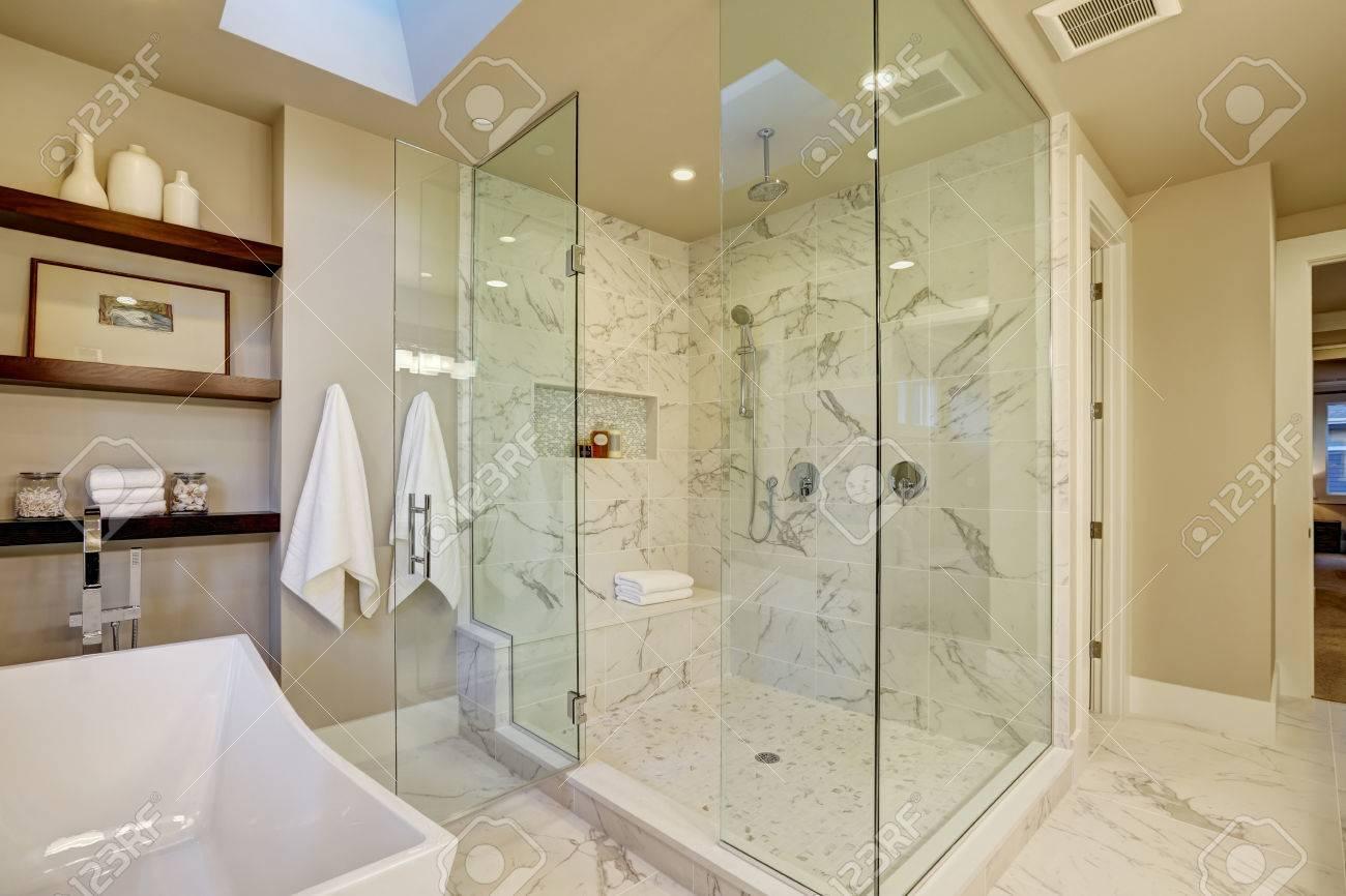 Erstaunlich Master Bad Mit Großen Glas Marmor Begehbare Dusche