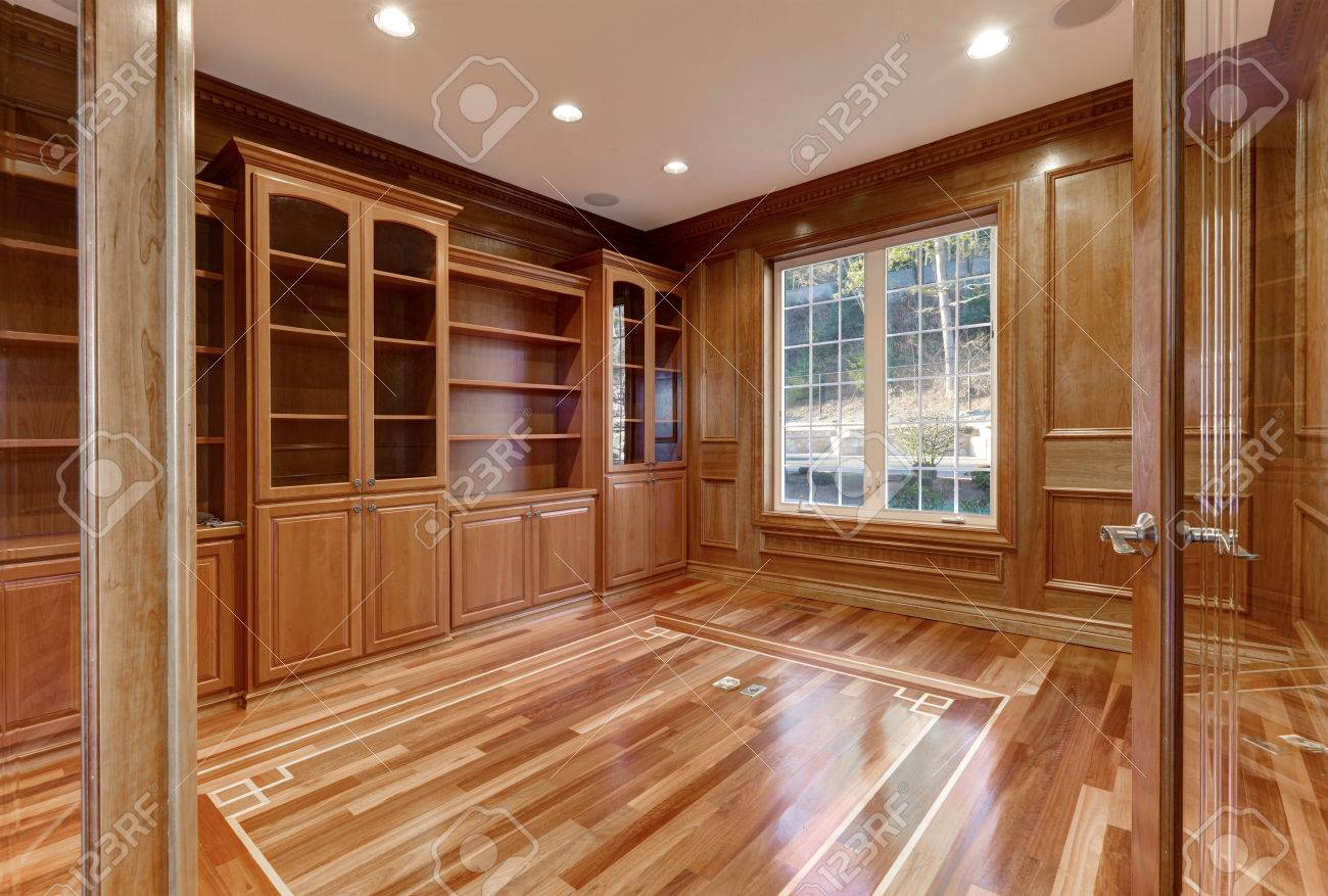 Interior De Madera De La Habitación Vacía En Casa Mediterránea De ...