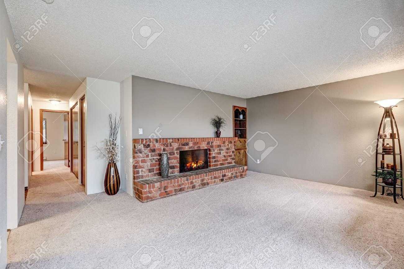 Terrific Flur Grau Gallery Of Leeres Wohnzimmer Neben Dem Verfügt über Graue