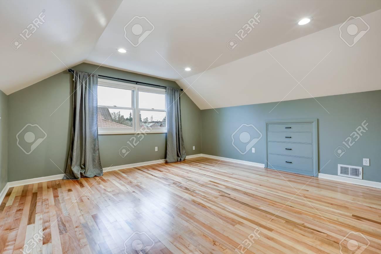 Pavimento Bianco Colore Pareti : Immagini stock la stanza vuota è caratterizzata da pareti verdi