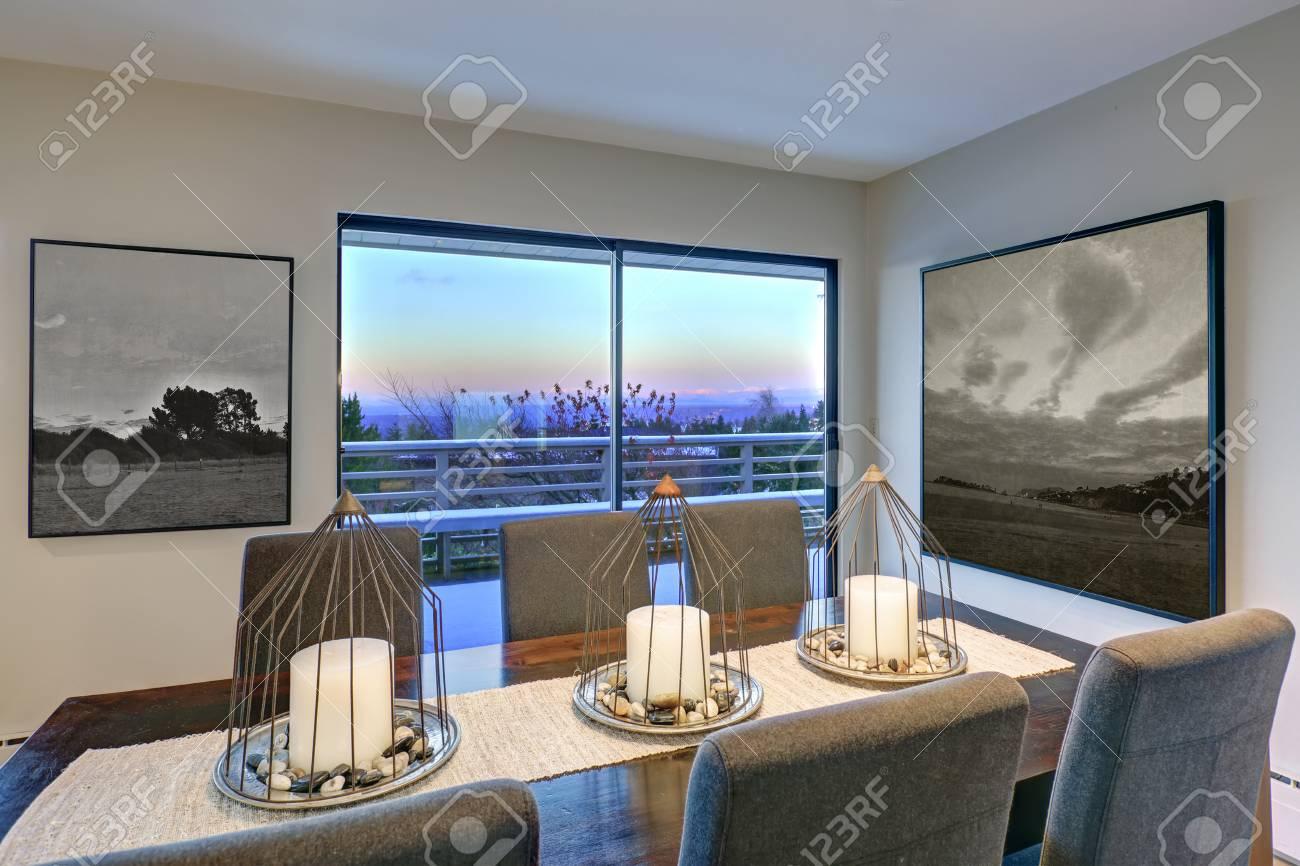 La Sala Da Pranzo In Toni Grigi è Dotata Di Tavolo Da Pranzo In ...