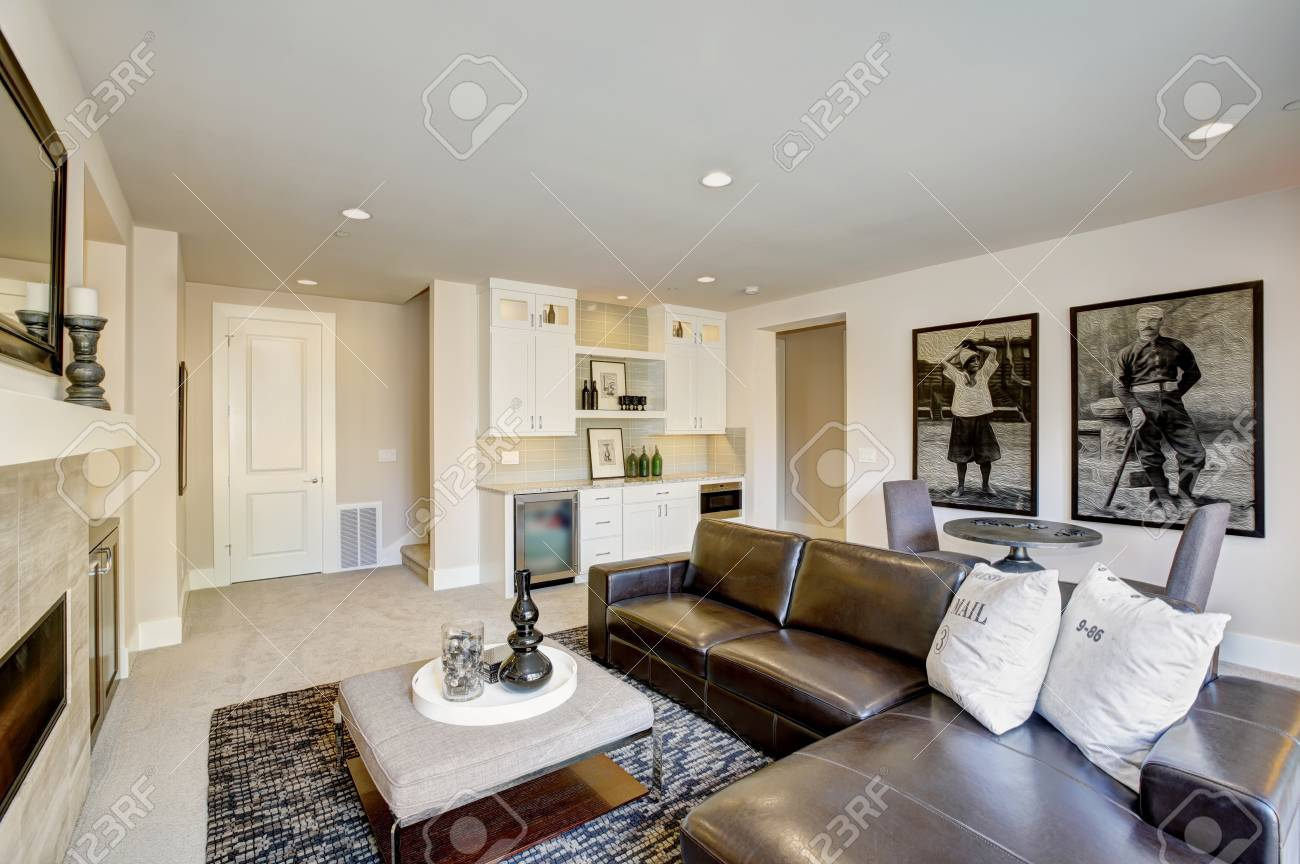 Cozy Living Room Space With Wet Bar Nook. Furnished With Black Leather Sofa  Facing Rectangular