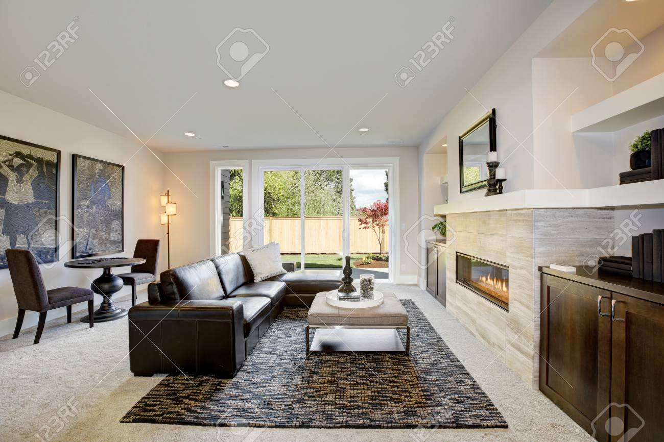 Swell Cozy Living Room Space With Wet Bar Nook Furnished With Black Spiritservingveterans Wood Chair Design Ideas Spiritservingveteransorg