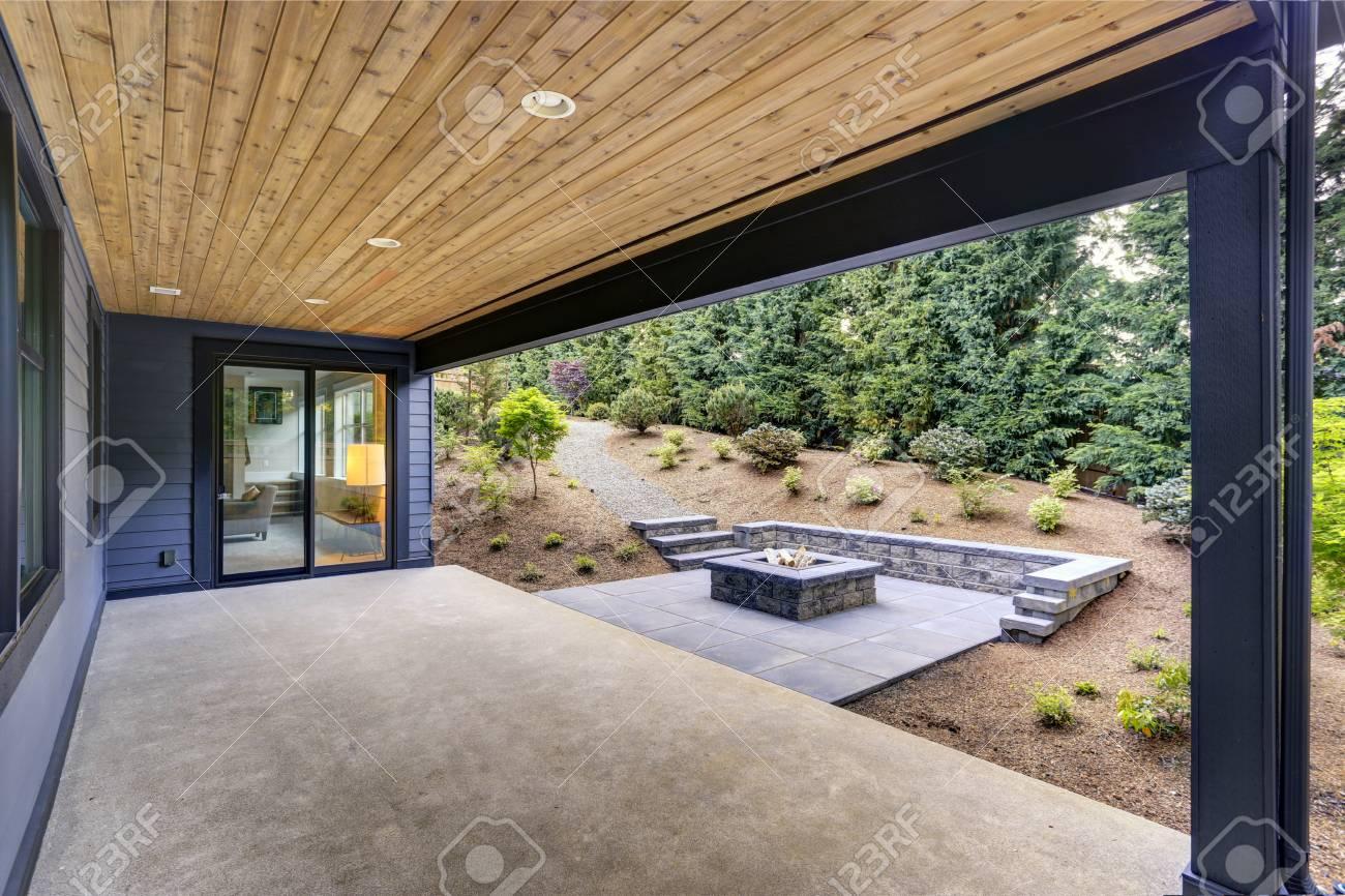 Nouvelle Maison Moderne Dispose D\'un Jardin Avec Patio Couvert ...