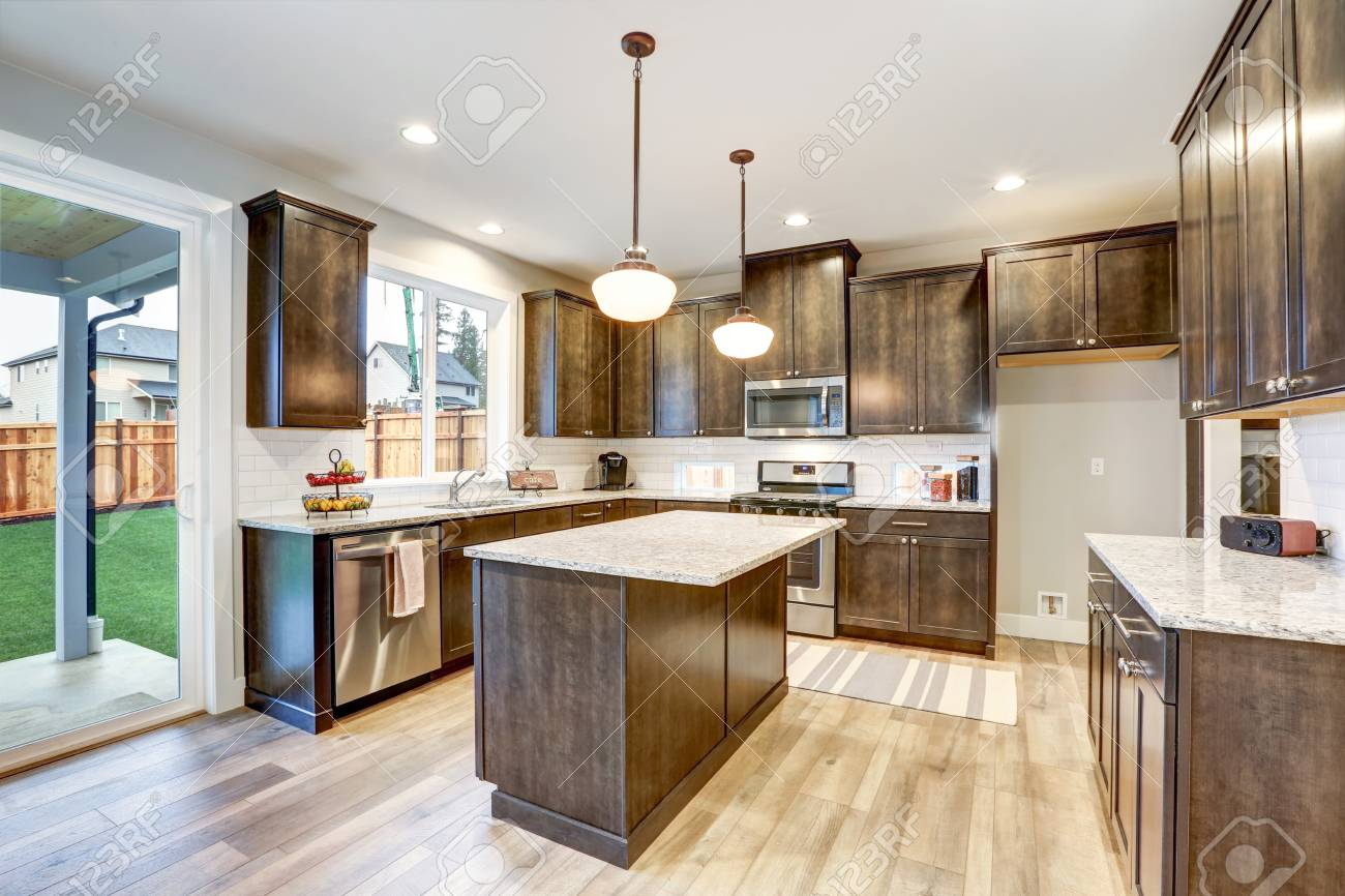 Light Filled Northwest Kitchen Design With Kitchen Island Natural