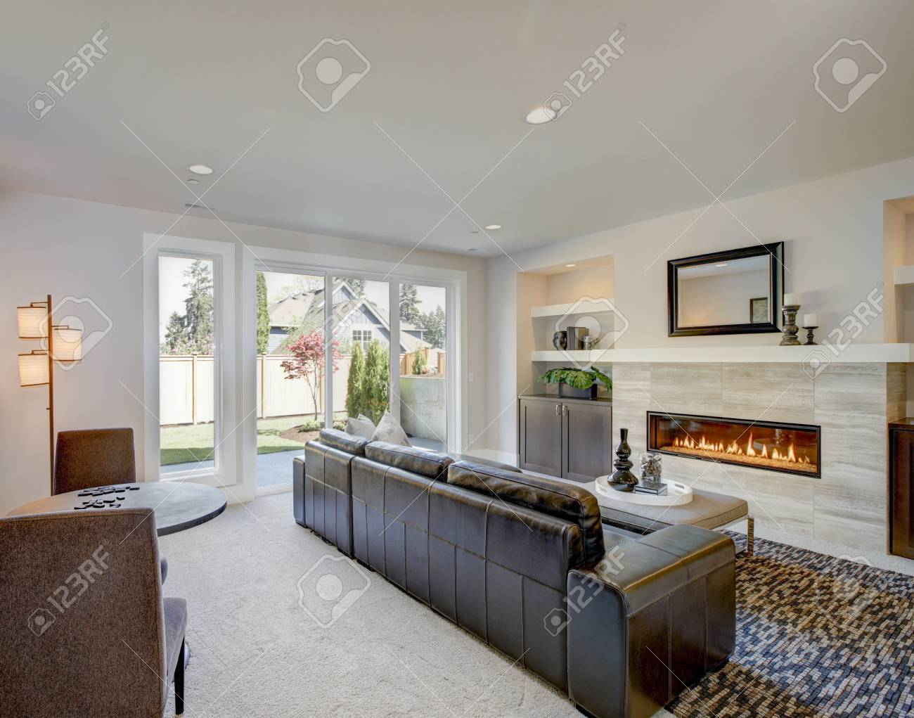 Prime Cozy Living Room Space With Wet Bar Nook Furnished With Black Spiritservingveterans Wood Chair Design Ideas Spiritservingveteransorg