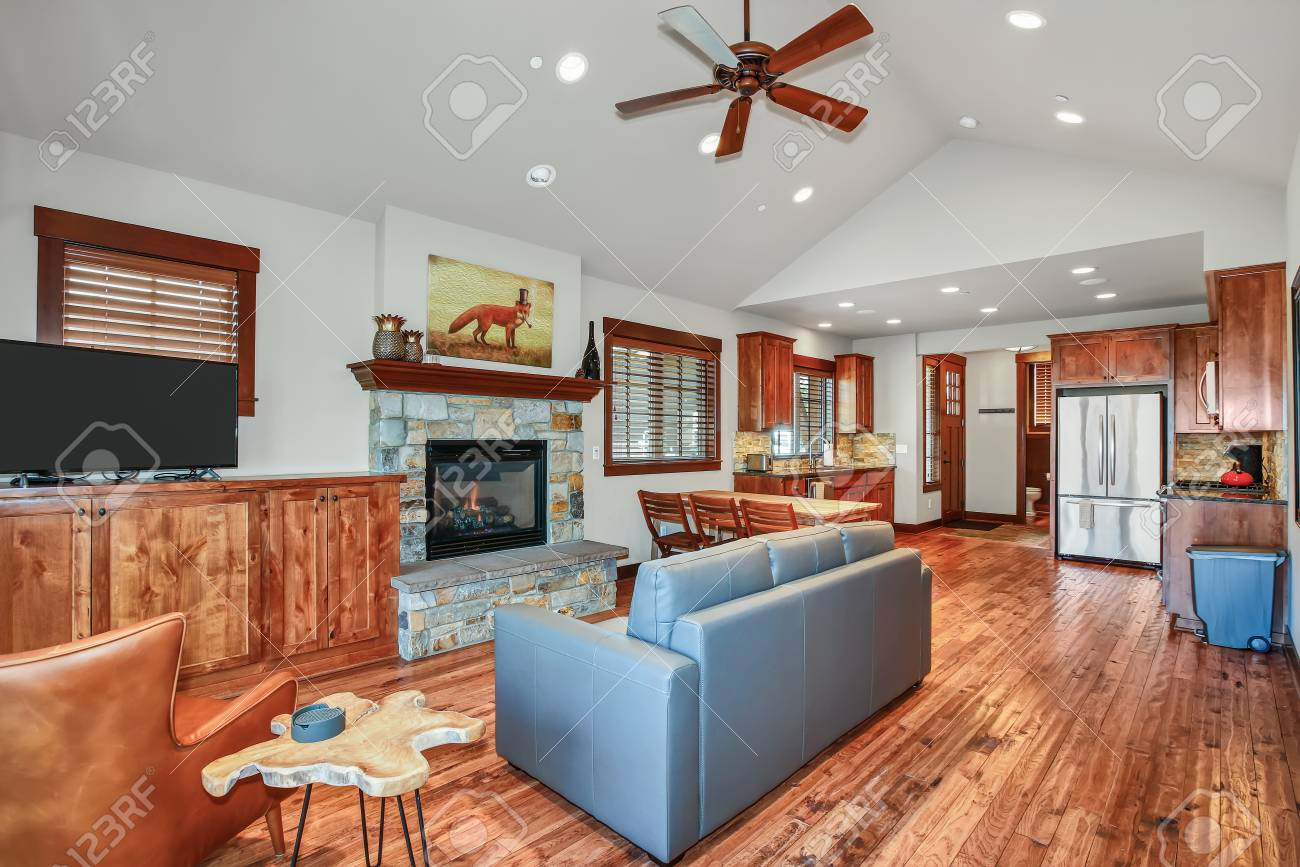 Open Floor Plan Design Of A Living Room With Vaulted Ceiling