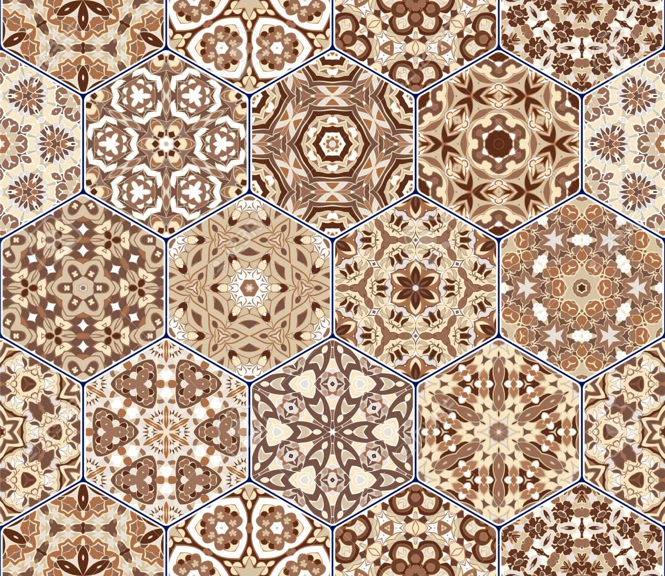 Un Riche Ensemble De Carreaux De Céramique Hexagonaux. Tapis De