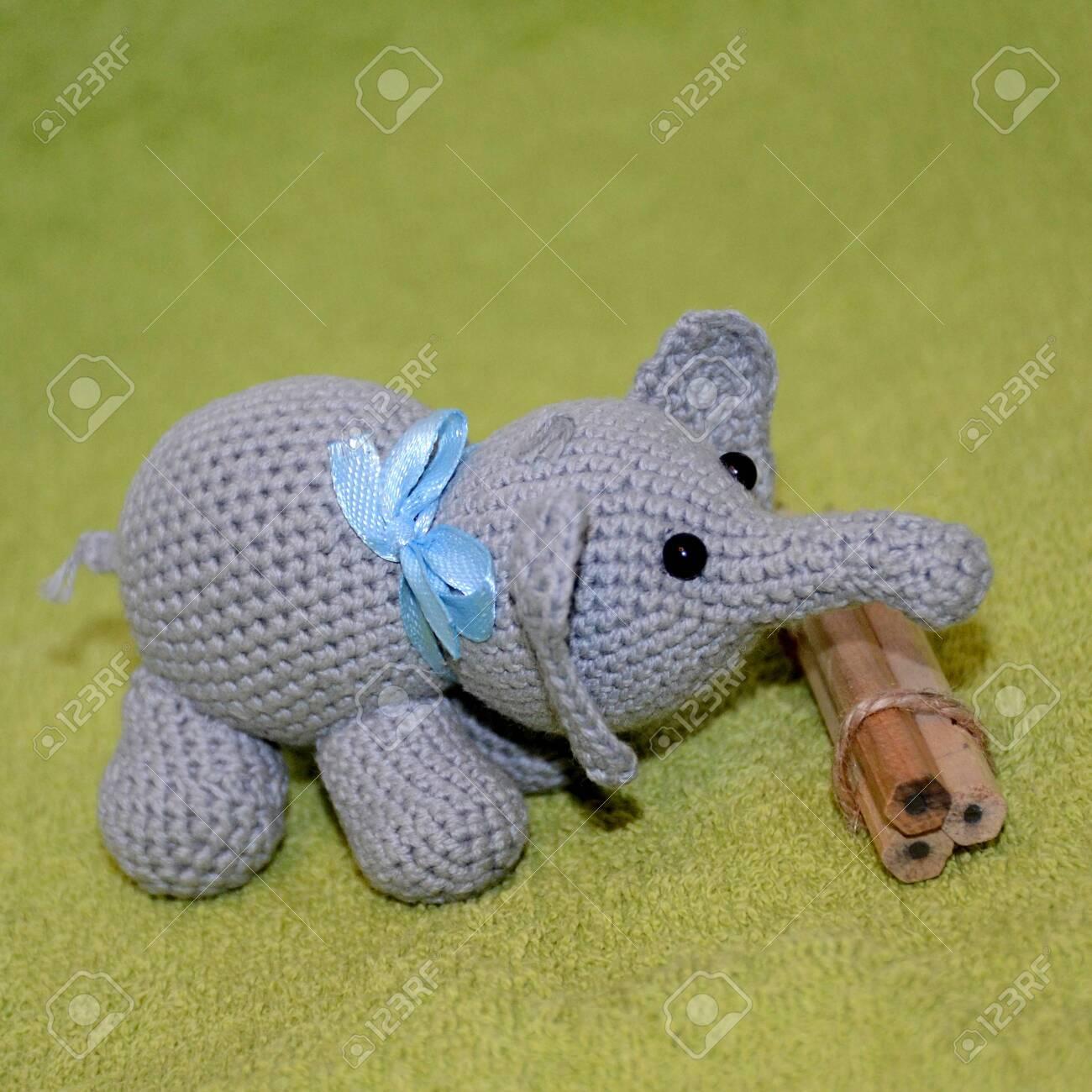 crochet elephant amigurumi - YouTube | 1300x1300