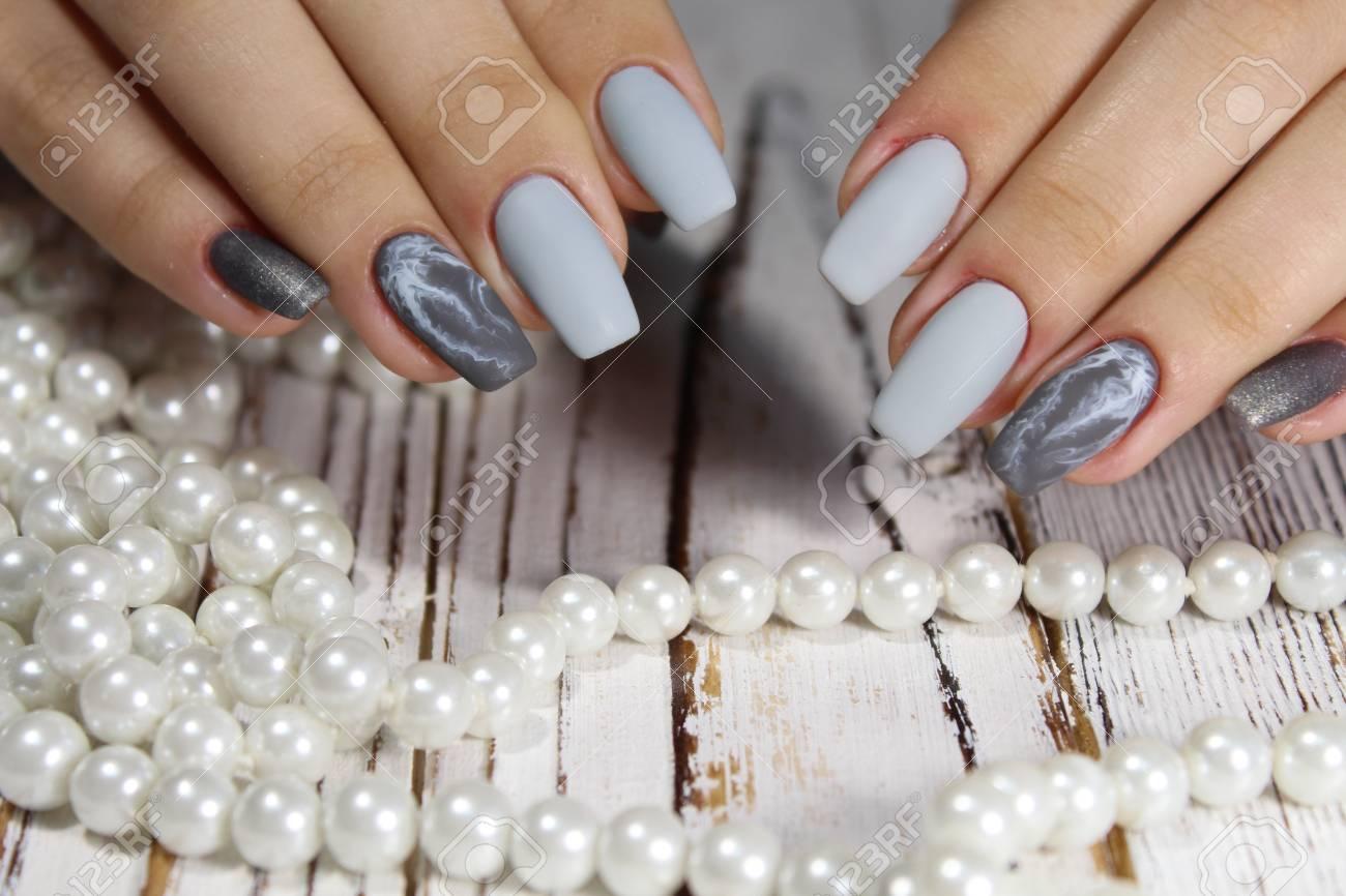 Beeindruckend Muster Fingernägel Referenz Von Beliebt Graue Lange Nägel Der Modernen Maniküre