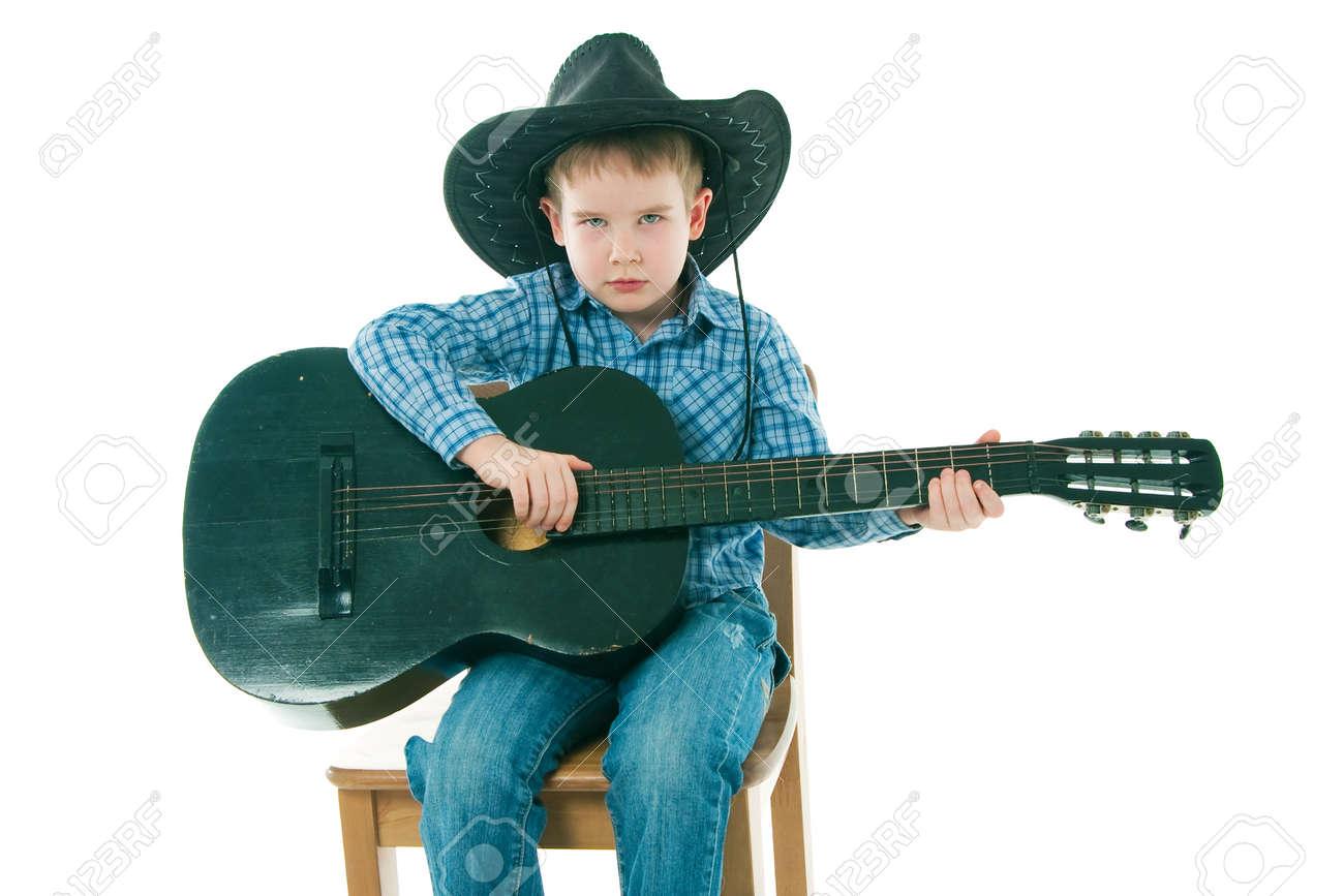 une haute la avec sur Le guitare garçon chaise noire htrxsQdC
