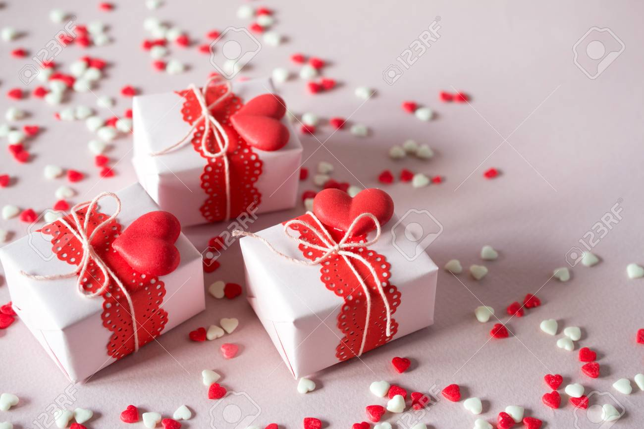 Packing Valentine S Day Gifts Handmade Gift Boxes And Decorations