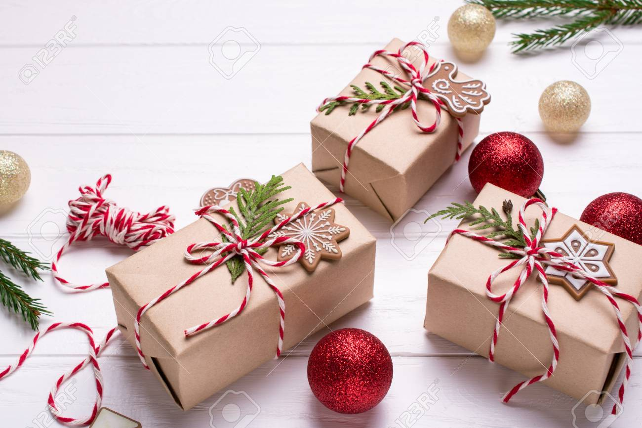 Packing Christmas Gifts Christmas Gift Boxes And Decorations