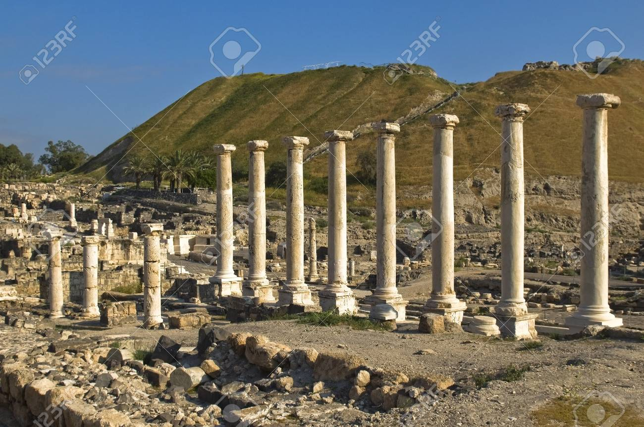 ancient excavations in Israel, colonnade, Beit Shean Stock Photo - 18646159