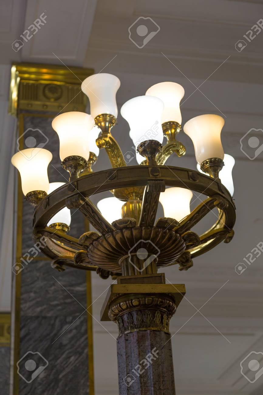 Avec Des Lampe Lumières Brillantes Anciennes Blanches OkulPZiTwX