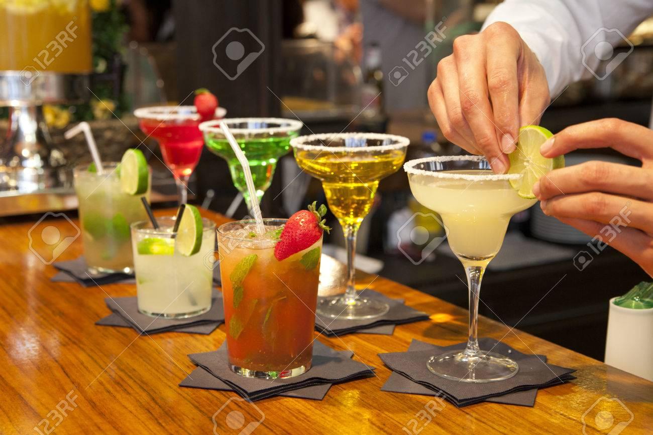 MADRID, Spanien - 28. Mai 2014 Cocktails Und Erfrischende ...