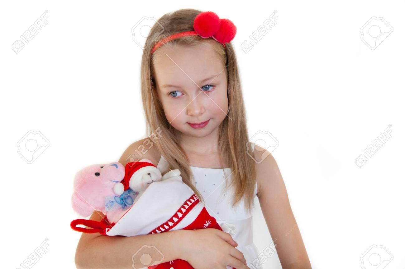 Kleines Mädchen und Weihnachtsgeschenke