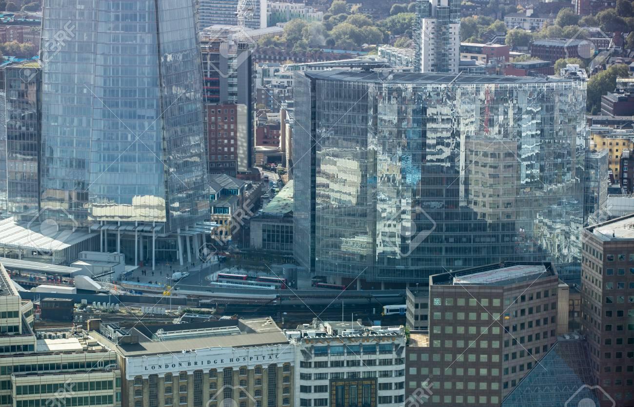 Londres royaume uni octobre réflexion sur le verre des