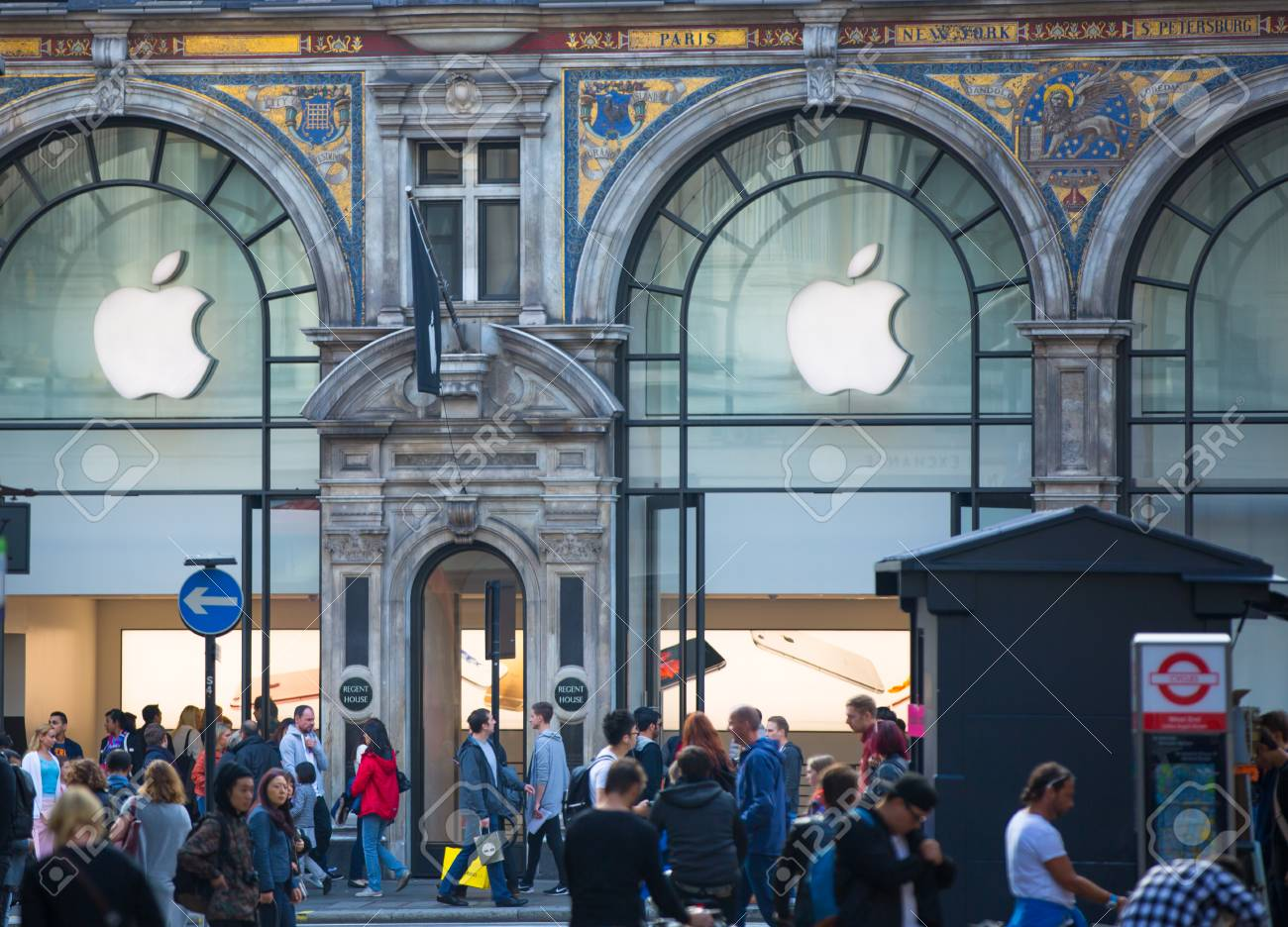 LONDON, UK - OCTOBER 4, 2015: Apple store entrance at Regent