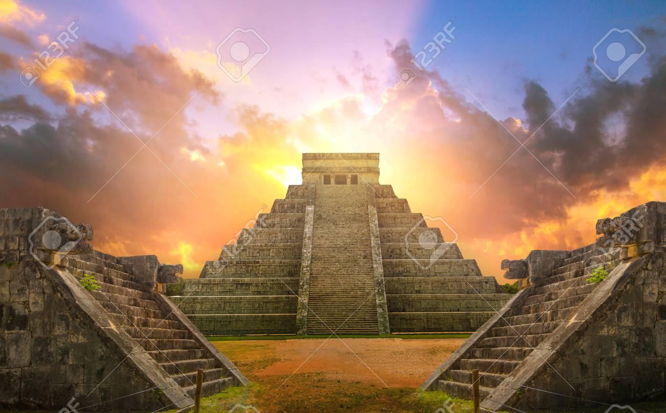 Mexico, Chichen Itza, Yucatn. Mayan pyramid of Kukulcan El Castillo at sunset - 111561636