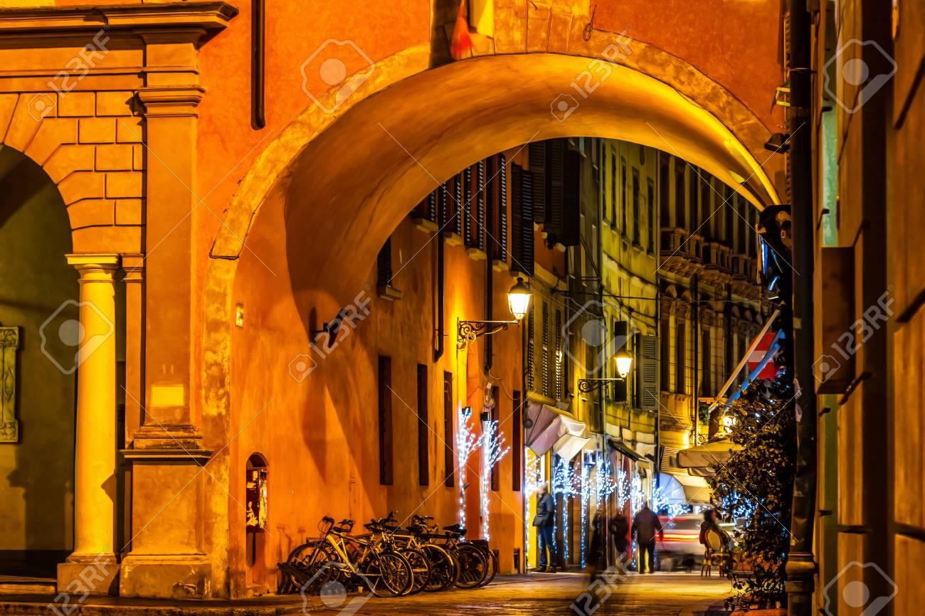 Alte Straße Der Nacht In Reggio Emilia Italien Lizenzfreie Fotos