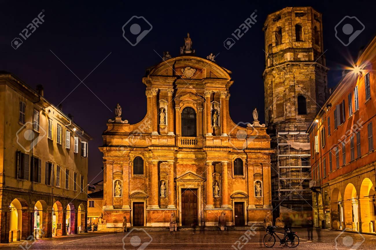 Schöne Nachtansicht Von Marktplatz San Prospero Und Von Basilika In