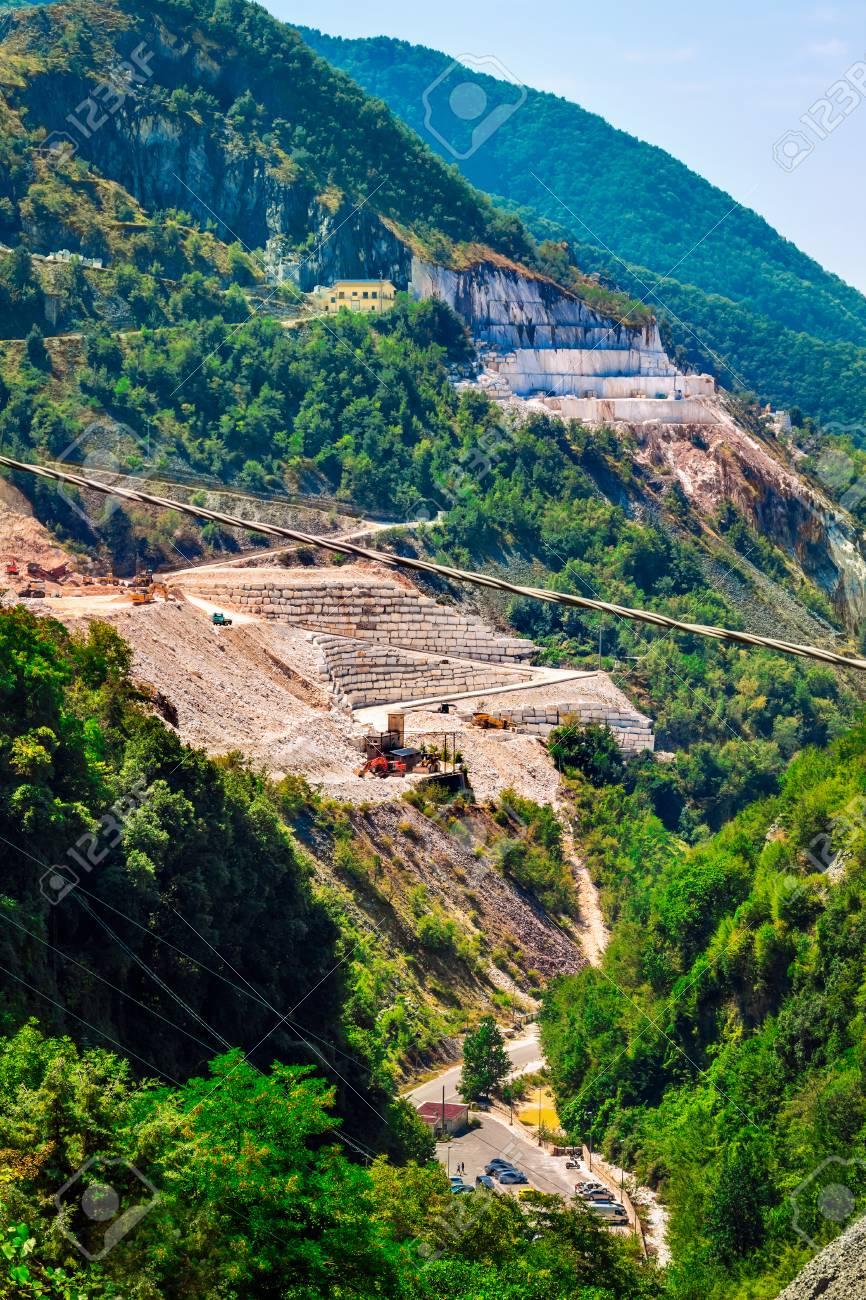 大理石の採石場、アペニン山脈、...