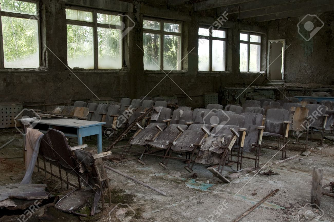 Dioramas catastrophes 8774787-Chernobyl-disaster-results-This-is-conference-hall-in-abandoned-school-in-small-city-Pripyat-about-5-Stock-Photo
