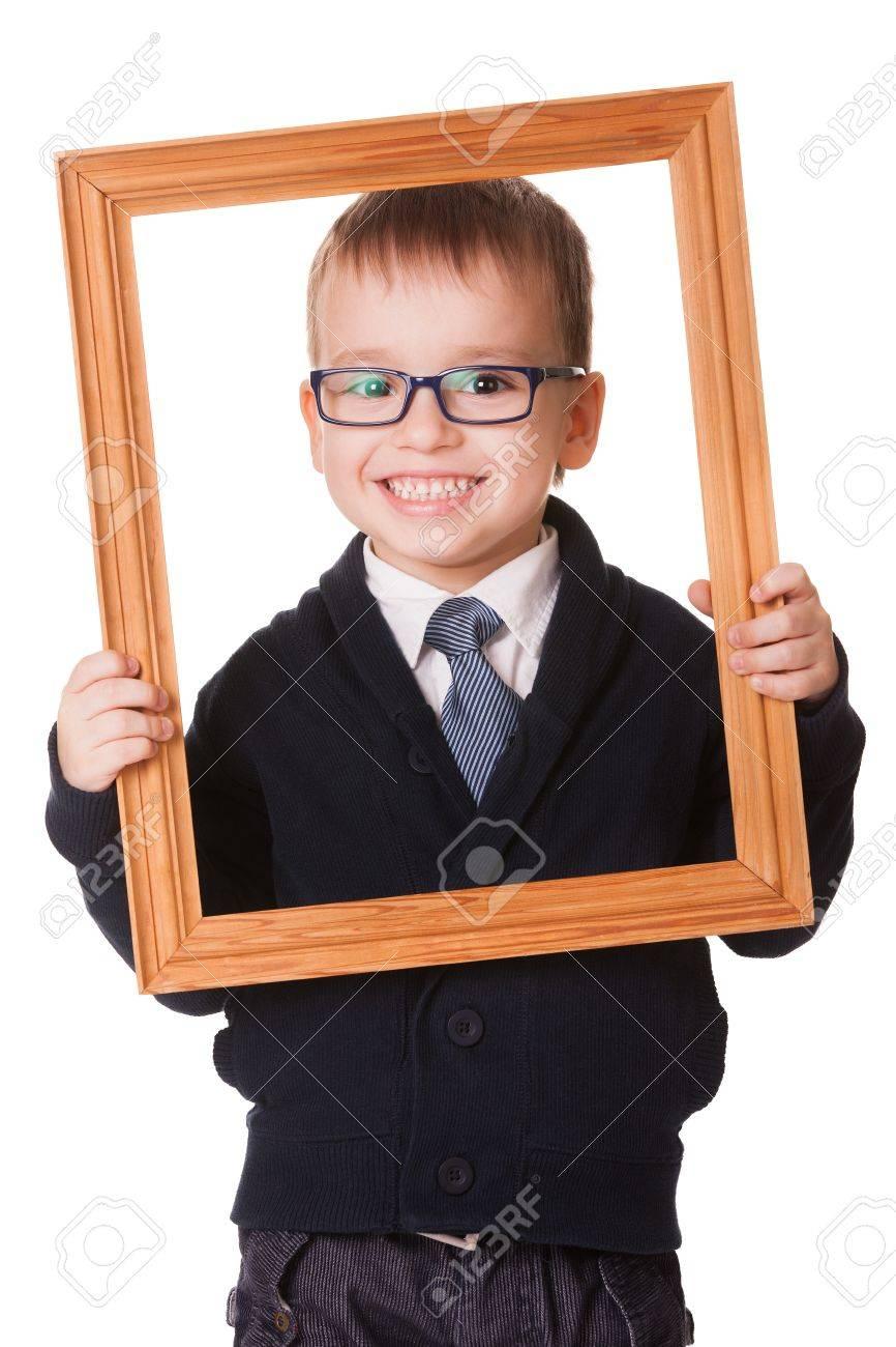 Lächelnd Kaukasischen Jungen Mit Brille Und Hält Einen Bilderrahmen ...