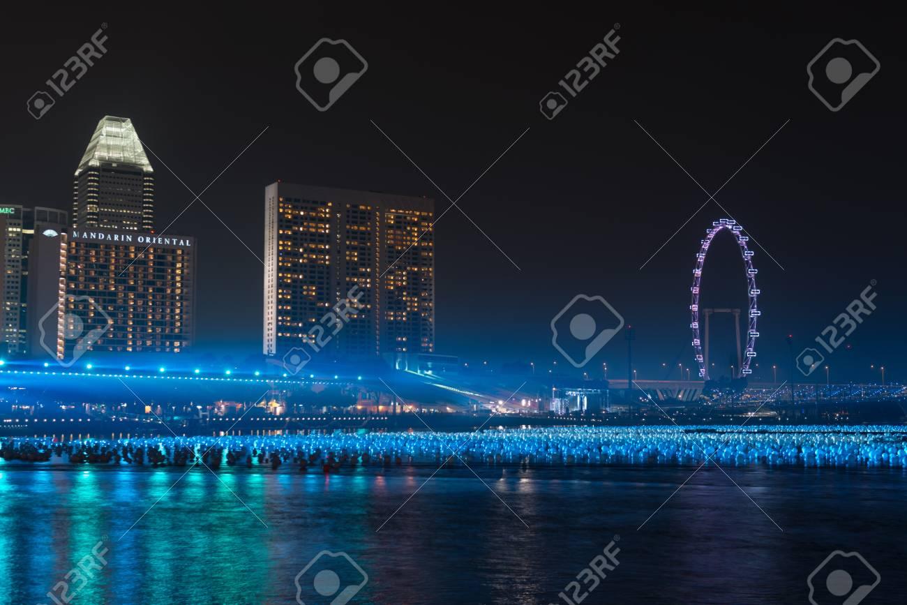 Singapur 30 Dec 2103 Marina Bay Decorado Por Bolas En El Agua