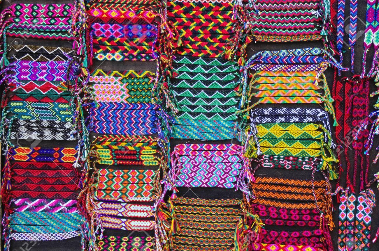 8c24761e4ded Pulseras tejidas coloridas para la venta, América Latina