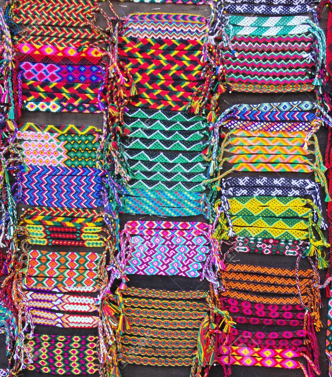 9bf46c042051 Foto de archivo - Pulseras tejidas coloridas para la venta
