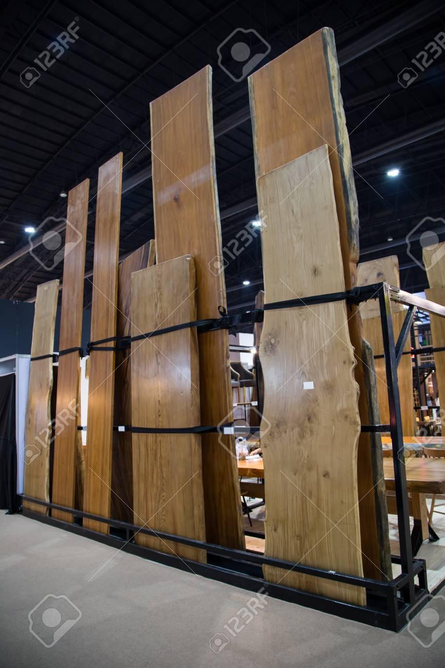 Legno Grezzo Per Tavoli grande lastra in legno grezzo con bordo naturale per tavolo da pranzo o  bancone