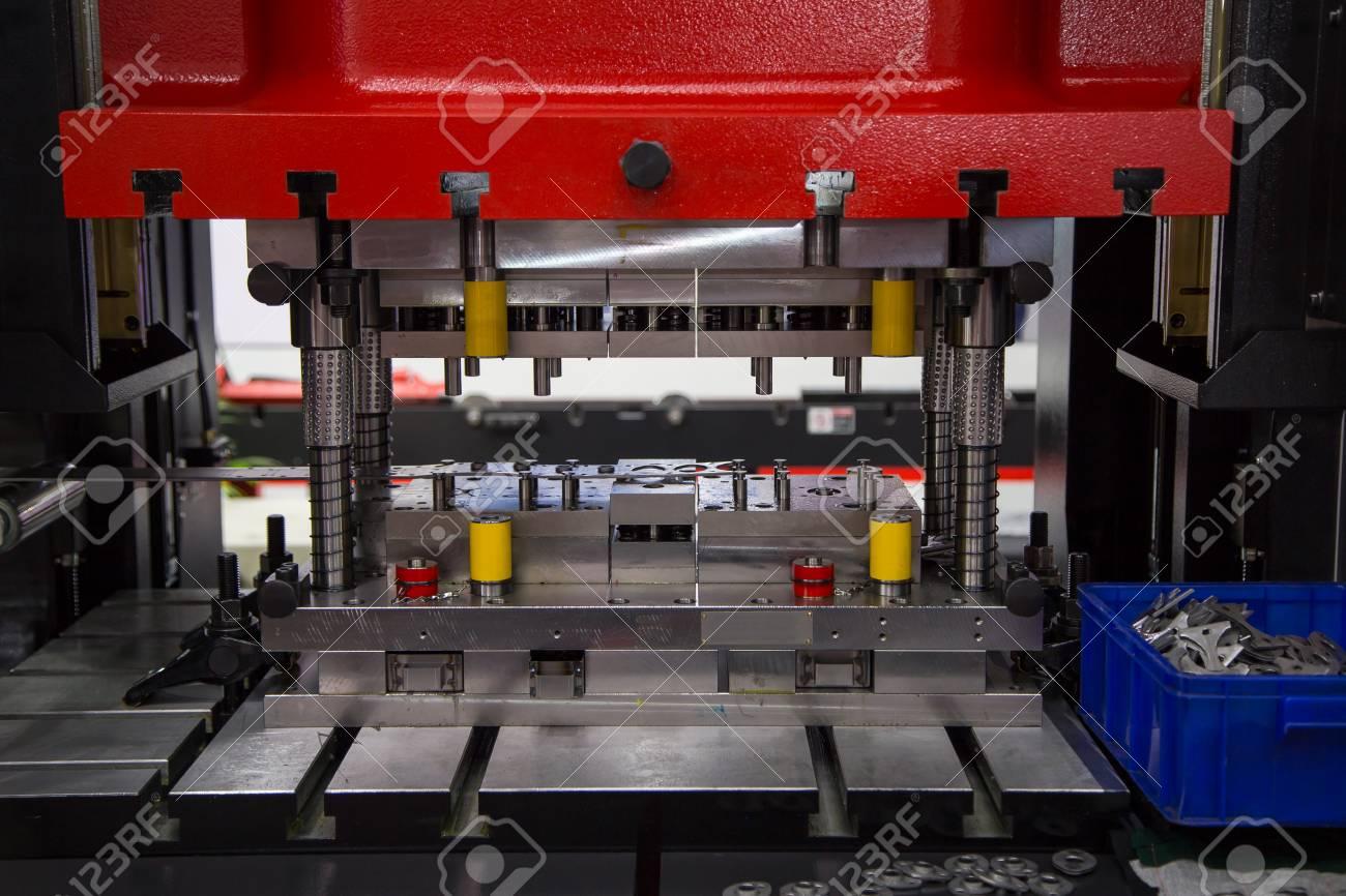 Hydraulic press machine and fixture making rings - 91625656