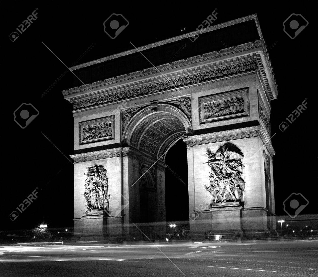Frankrijk, parijs: zwart wit foto van arc de triomphe nachts ...