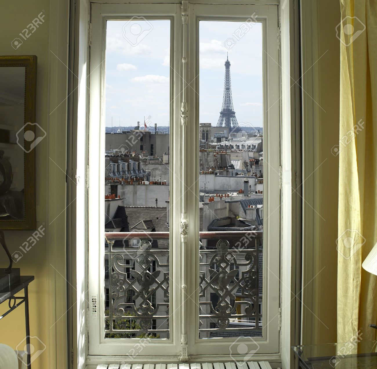 Fabuleux France - Paris - Fenêtre Avec La Tour Eiffel Et Les Toits Voir @FN_47