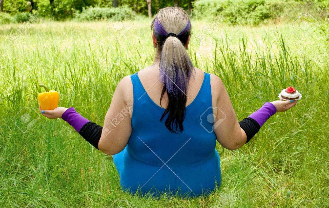 La Mujer Gorda Quiere Perder Peso Vista De La Dieta Desde Atrás Se ...