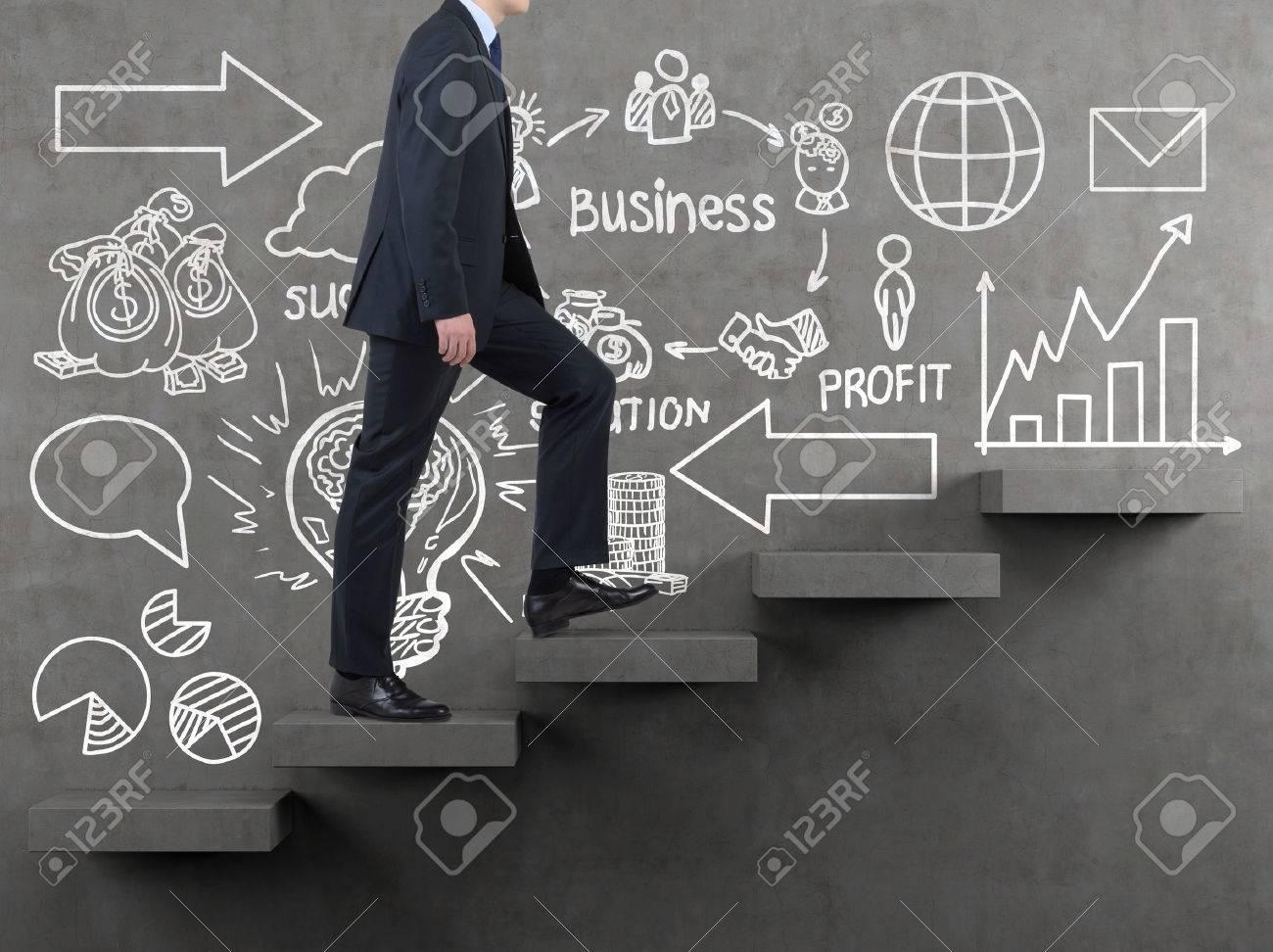 Imprenditore Camminare Sulle Scale E Il Disegno Strategia ...